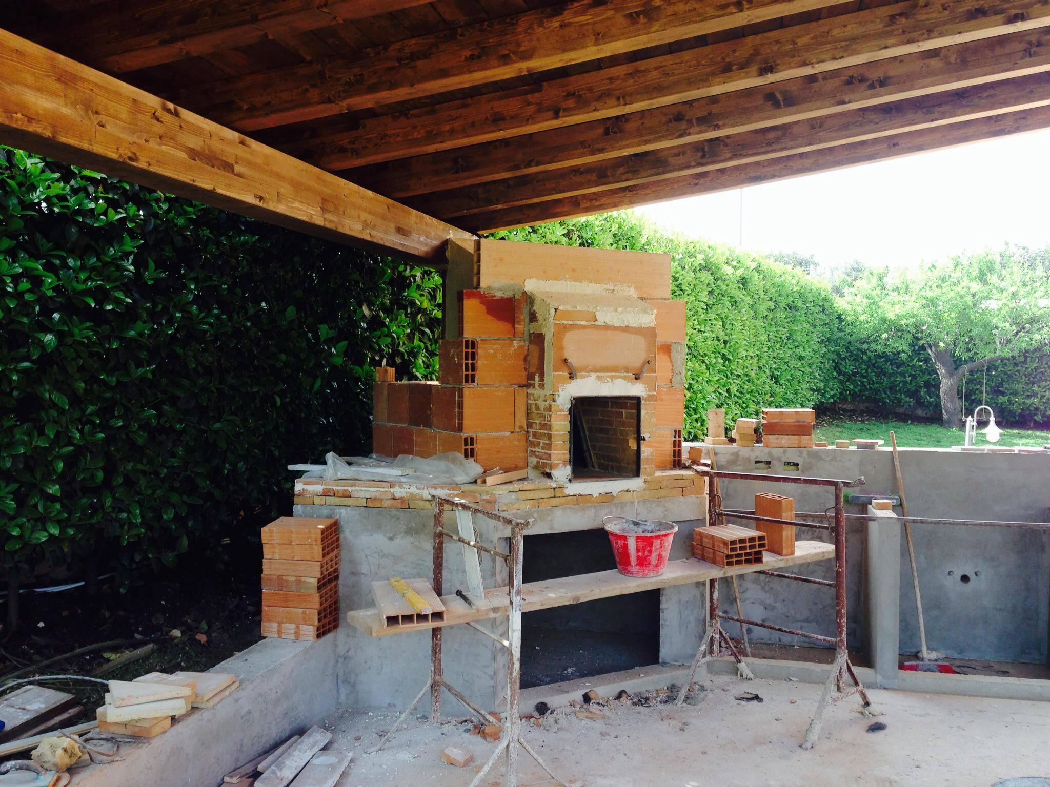 Veranda privata con forno in pietra cassia - Forno con pietra refrattaria ...